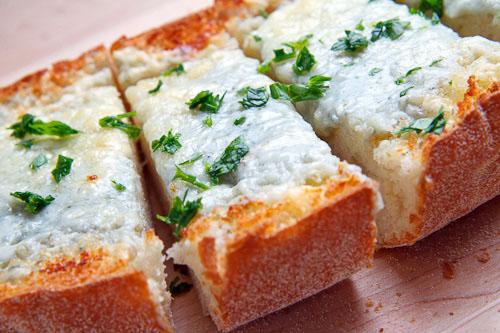 Gorgonzola Garlic Bread