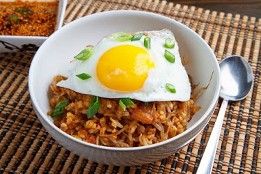 Kongnamul Bap (Korean Beef Beansprout Rice Bowl)