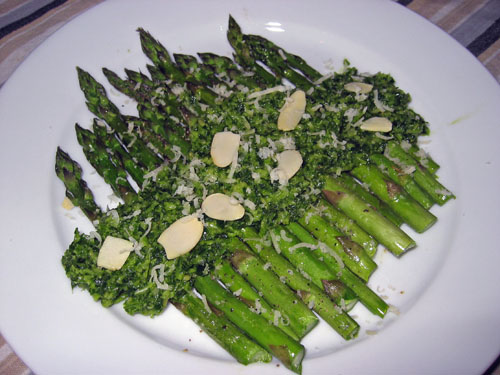 Parsley Pesto on Asparagus