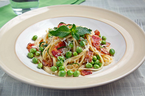 Spaghetti alla Carbonara with Peas