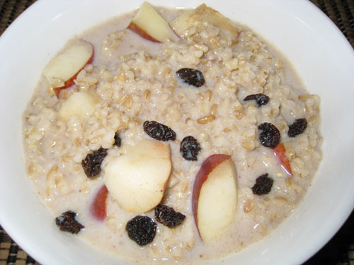 Pear Crisp Oatmeal with Raisins