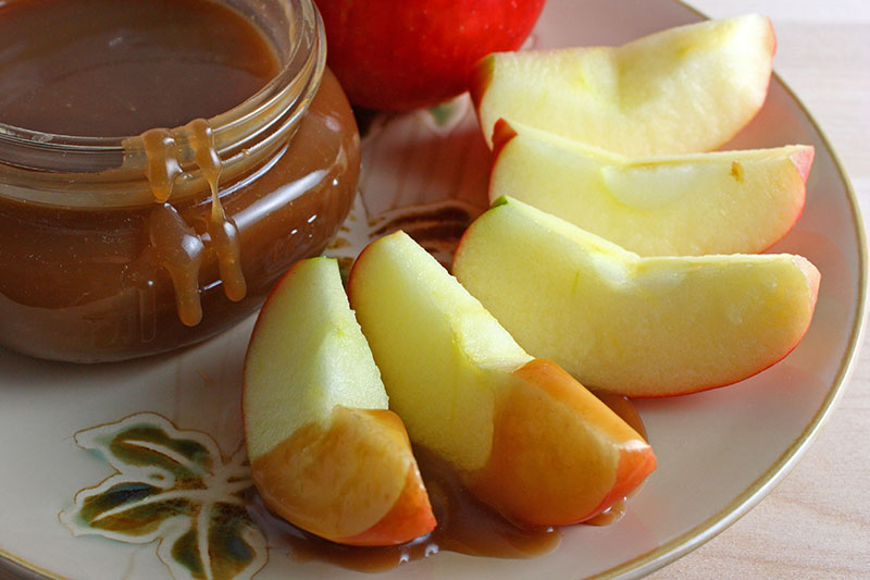How to make homemade caramel sauce for apples
